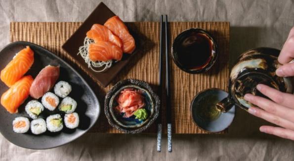 Миф пятый. Согласно традициям, суши надо запивать саке