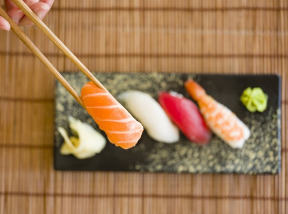 Миф шестой. Суши едят только палочками